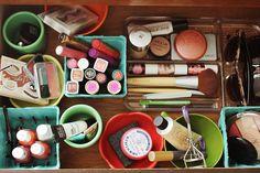 Organizar el maquillaje, especialmente para mi hermana :) jejeje
