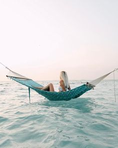 Let's all relax out on the water like this.