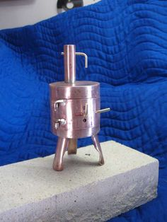 tiny stove for camping... cool!
