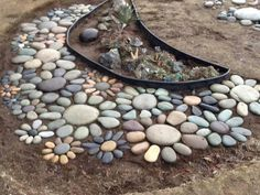 There are some really cute yard ideas in this one. LOVE this idea but I have no idea where I would find rocks to make these flowers so perfectly. Maybe just 2or3 flowers.  Hmmmm......