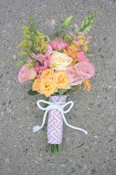 To Do: Learn how to make lovely bouquets....photo tutorial creating this sweet wedding bouquet--great tips, too