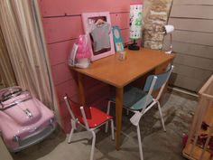 vintage desk, chairs vintage style © Bouton de Soie | kidstore - Lourmarin, FRANCE .