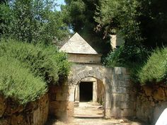 Jason's Tomb /  Jason's Tomb is a rock-cut tomb dating to the Maccabean period discovered in the Rehavia neighborhood in Jerusalem, Israel. It has 8 niches