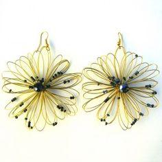 Orecchini bigiotteria fiore color oro Lavorati a mano by mariceltibijoux.com  Gold coulored earrings Handmade by mariceltibijoux.com