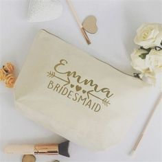 Olga Jestep Style saved to Tote Make Up - Bridesmaid Make Up Perfect and memento for the bridal party These large accessions are made from brushed cotton canvas and measure so can hold…More Bridesmaid Gifts From Bride, Bridesmaid Makeup Bag, Bridesmaid Tote Bags, Bridesmaids, Asos Wedding, Wedding Bag, Wedding Ideas, Personalized Christmas Gifts, Personalized Wedding Gifts