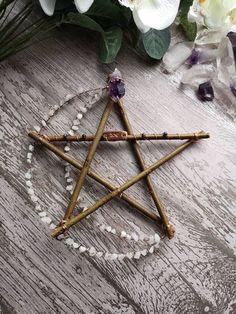 ɮǟɮʏ աɨȶƈɦ — Crystal moon pentagram - Handmade Everything Wiccan Decor, Wiccan Crafts, Wiccan Art, Handmade Home, Diy And Crafts, Arts And Crafts, Suncatcher, Deco Nature, Creation Couture