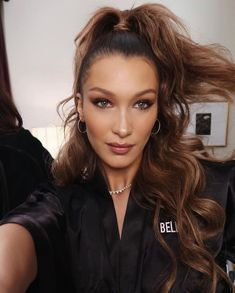 Makeup & Hair inspo from Bella Hadid. It's the last day to get off your entire order with code 'HOLIDAY' at checkout. Bella Hadid Estilo, Style Bella Hadid, Bella Hadid Hair, Bella Gigi Hadid, Bella Hadid Makeup, Brushed Out Curls, Isabella Hadid, Peinados Pin Up, Haircut And Color