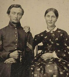 Women of the Civil War In remembrance of the Union and Confederate soldiers who served in the American Civil War, the Liljenquist Family donated their rare collection of over 700 ambrotype and tintype photographs to the Library of Congress. American Revolutionary War, American Civil War, American History, Old Photos, Vintage Photos, Mississippi, Abraham Lincoln, Carolina Do Sul, History Magazine