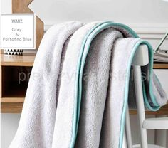 Francúzske deky na posteľ | Luxusné francúzske deky v sivej farbe so svetlo… Nasa, Towel, Blue