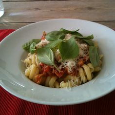 Pasta with homemade tomatoe sauce, fresh basil and Prima Donna cheese