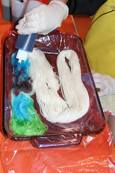 Holly's Arts and Crafts Corner: Craft Project: Kool-aid Dyed Yarn, Part 1--Variegated