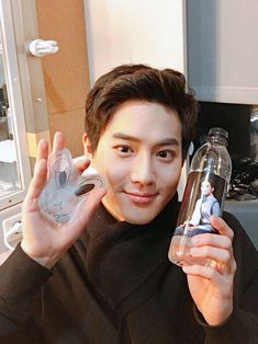 Suho - 180302 Official EXO-L website update K Pop, Exo Updates, Kim Junmyeon, Suho Exo, Exo Members, Yixing, Chanbaek, Hollywood Celebrities, What Is Life About