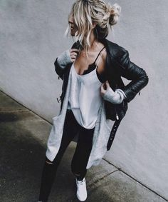 Street Style Addiction Black Jacket Plus Cardigan Plus White Top Plus Black Skinnies Plus Sneakers The best collection of Outfit Ideas from United States 30 Outfits, Mode Outfits, Casual Outfits, Fashion Outfits, Womens Fashion, Fashion Trends, Fashion Boots, Edgy Fall Outfits, Jackets Fashion