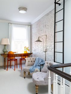 Light and airy whitewashed brick wall - Decoist