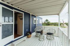 Mobil Home de alquiler, con vistas al mar, en el camping situado en la Costa Dorada. Parking, Sea, Navy, Outdoor Decor, Home Decor, Ocean Views, Single Beds, Camper Van, Single Wide
