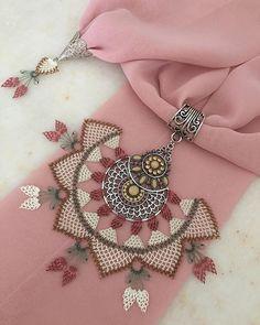 Image may contain: jewelery Tesettür Abiye Modelleri 2020 Point Lace, Patchwork Patterns, Scarf Jewelry, Needle Lace, Bargello, Crochet Accessories, Linen Fabric, Handicraft, Needlework