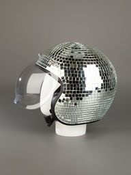 ¿Casco o bola de discoteca?