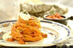 Pesto di ricotta, pomodori secchi, pinoli e mandorle. Molti lo chiamano pesto rosso o pesto alla siciliana, e in effetti gli ingredienti sono tipici della mia isola. E' una salsa velocissima,…