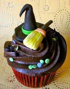 Gostosuras e travessuras   Cupcakes para as festas Halloween                                                                                                                                                                                 Mais