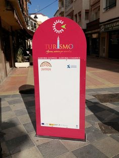 Señalética en Algeciras.  Centro Comercial Abierto.  Tuimagina realiza el diseño del sistema de señalización y la instalación del mismo, en el entorno comercial del Centro histórico de la ciudad.