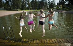 Children swimming in Hyvinkää. Photo: Roni Rekomaa / Press image2015