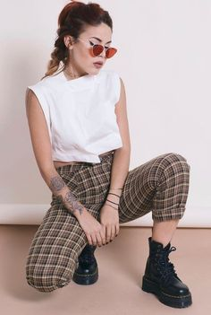 Shades with white crop, plaid pants & Dr Martens platform boots by luanna - (womens boots outfits jeans) Hipster Outfits, Edgy Outfits, Grunge Outfits, Grunge Fashion, Look Fashion, 90s Fashion, Summer Outfits, Fashion Outfits, Fashion Fall
