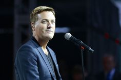 Grammy Award-winning CCM artists Michael W. Smith recently opened up about his early years of battling drug abuse and how it almost cost him his life. Praise Songs, Worship Songs, Praise And Worship, Christian Music, Christian Faith, Michael W Smith, Jeremy Camp, Revelation 12, Vince Gill