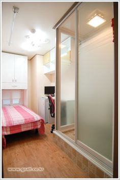 Top Resident Goshitel-270-370k KRW  Rooms that cost 270,000 do not have private restrooms and sunlight. Rooms that cost 320,000 do not have private restrooms.   Rooms that cost 370,000 is shower room(without toilet).