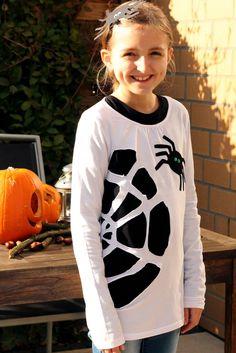 .....dass ich eigentlich kein Halloween-Fan bin? *giggel* Da das jetzt mein zweiter Post über dieses Fest ist, muß ich das wohl langsam mal ... Halloween Party, Halloween Costumes, T Shirt Diy, Trick Or Treat, Graphic Sweatshirt, Sweatshirts, Costume Ideas, Holiday Ideas, Pretty