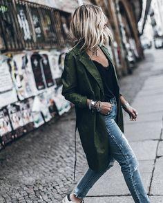 "27.5 k mentions J'aime, 238 commentaires - Jacqueline Mikuta (@mikutas) sur Instagram: ""Trench 💥 On Saturday I'm attending a fun workshop with still life & beauty photographer…"""