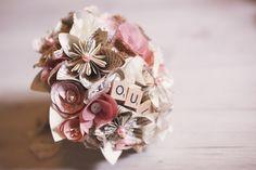 Le bouquet en fleurs de papier et tissu rose et ivoire / par Mistinguett en Goguette