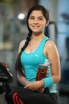 (सोनाली कुलकर्णी मराठी अभिनेत्री) is an Indian actress, originally from Pune, India. She is noted for her role in the acclaimed 2009 Marathi film Natarang.She has acted in many films including the smash-hit Grand Masti Brides Maid Pictures, Sonalee Kulkarni, Grand Masti, Wallpaper For Facebook, Upcoming Movies, Face Claims, Actress Photos, Most Beautiful Women, Indian Beauty