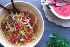L'insalata di anguria è un piatto fresco, facile e veloce, perfetto per l'estate come originale antipasto o come contorno ricco e colorato.
