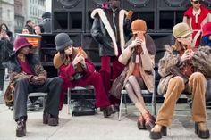 #마리패션위크  #뉴욕패션위크 의 마지막을 장식한 #마크제이콥스 !  마크 제이콥스의 모델들은 정적이 흐르던 쇼장을 나와 맨해튼 거리에서 피날레를 선보였어요.  쇼장 앞을 지나가던 사람들의 발길이 저절로 멈춰지는 순간이었답니다.  @marcjacobs #MJFW17 #nyfw #nyc #marcjacobs  via MARIE CLAIRE KOREA MAGAZINE OFFICIAL INSTAGRAM - Celebrity  Fashion  Haute Couture  Advertising  Culture  Beauty  Editorial Photography  Magazine Covers  Supermodels  Runway Models