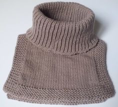 "La Noob, (enfant = 0, chat = 1, nièce = 1), a appris que ""l'écharpe"" était blacklistée  dans les écoles!   Or donc, l'hiver approche et ça ... Easy Knitting Patterns, Free Knitting, Baby Knitting, Snood Pattern, Knit Crochet, Crochet Hats, Neck Scarves, Neck Warmer, Knitted Hats"