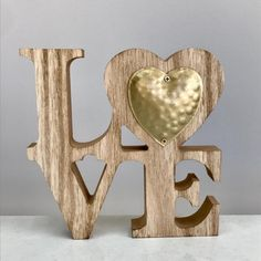 Love wood decor with a golden heart x x Golden Heart, Wooden Decor, Bookends, Projects To Try, Symbols, Love, Chair, Decoration, Furniture