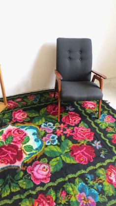 Floral area rug carpet with roses bohemian kilim rugs,rug with flowers,bessarabian rug,kilim with roses moldovan rug black and pink rug - Wohnaccessoires Vintage Rosen, India Art, Floral Area Rugs, Pink Rug, Carpet Design, Rug Hooking, Kilim Rugs, Rugs On Carpet, Pink Roses
