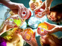 Jaký vliv má alkohol na svaly a hubnutí? Naruší to mojí formu? Classic Cocktails, Holiday Cocktails, Cocktail Parties, Whiskey Cocktails, Summer Cocktails, Party Drinks, Dinner Parties, Ladies Night, Girls Night Out