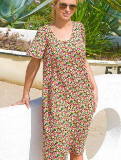 Vestido de señora con canesú en un estampado clásico. Disponible hasta las tallas más grandes. www.castillomendiamadrid.com