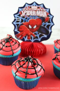 Do you have a Spider-Man super fan in your house? Why not liven things up with these fun cupcakes! Perfect since Spider-Man: Homecoming is in theaters. Spiderman Birthday Cake, Spiderman Theme, Avengers Birthday, Spider Man Birthday, Spider Man Party, Cupcakes For Men, Fun Cupcakes, Birthday Cupcakes, Spider Man Cupcakes