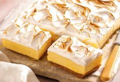 Lemon Meringue Pie Cheesecake Slice Recipe Is Delish - Slices recipes - Healthy Recipes, Lemon Recipes, Sweet Recipes, Baking Recipes, Scone Recipes, Baking Ideas, Pie Recipes, Healthy Eats, Cheesecake Recipes