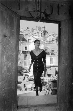 1987 Sicilia: Ferdinando Scianna sign the 2th fashion catalogue for Dolce & Gabbana with Marpessa model.
