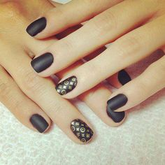 Discovered by Find images and videos about black, nails and nail art on We Heart It - the app to get lost in what you love. Love Nails, How To Do Nails, Fun Nails, Pretty Nails, Nails Polish, Matte Nails, Black Gold Nails, Manicure, Fabulous Nails