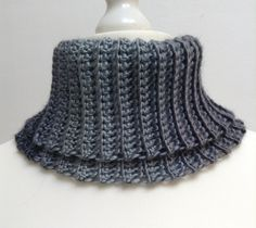 Col roulé en laine et acrylique dans des tons gris pour femme ou homme : Echarpe, foulard, cravate par titlaine