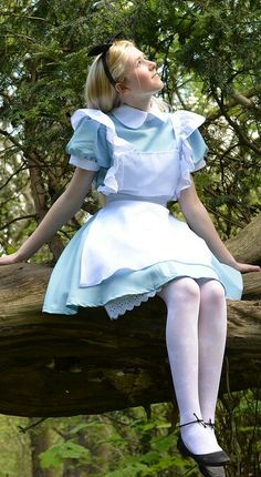 Beautiful Women Wearing Pantyhose, Stockings, Thigh Highs, Knee Socks, and Hosiery (No Nudity) Cosplay Alice In Wonderland, Alice Cosplay, Wonderland Costumes, Colored Tights Outfit, White Tights, Alice Halloween, Girly Outfits, Fancy Dress, Nylons