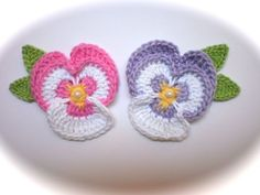 2-x-Crochet-Pansy-Flowers-Applique-Embellishment-Craft-Scrapbooking