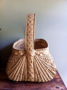 Handwoven White Oak Basket Beautifully woven.     Great looking handle/miidsection & rim of Basket.  -JunkyardGenes on Etsy