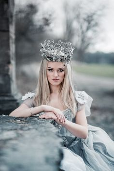 Crown of Fantasy Fantasy Photography, Fashion Photography, French Bleu, Royals, Fotos Do Instagram, Daughters Of The King, Tiaras And Crowns, Perfect World, Character Inspiration