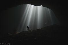 Goa Jomblang (Jomblang Cave) - Goa Jomblang merupakan gua vertikal yang bertipe collapse doline. Goa ini terbentuk akibat proses geologi amblesnya tanah beserta vegetasi yang ada di atasnya ke dasar bumi yang terjadi ribuan tahun lalu. Runtuhan ini membentuk sinkhole atau sumuran yang dalam bahasa Jawa dikenal dengan istilah luweng. Itulah yang membuat unik karena di dalam goa terdapat luas mulut goa sekitar 50 meter ini sering disebut dengan nama Luweng Jomblang. Goa Jomblang di Kabupaten…