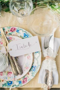 Assiettes de mariage vintage